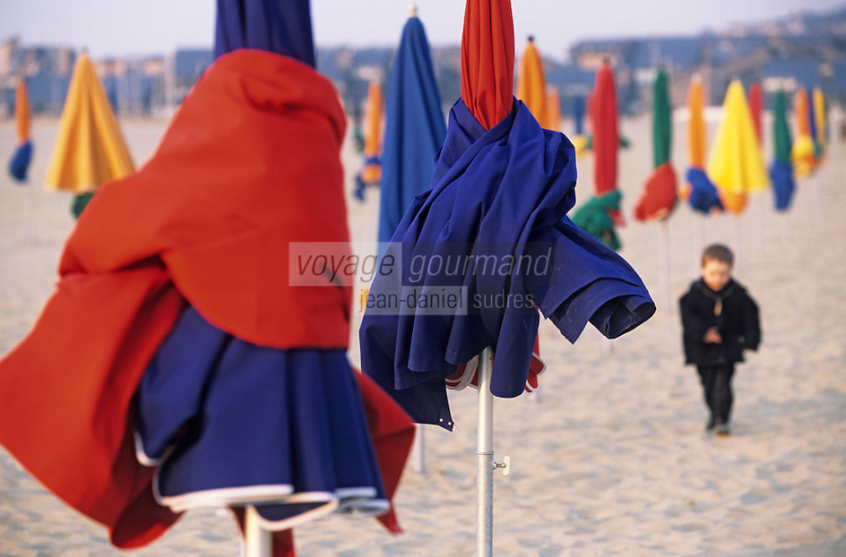 Europe/France/Normandie/Basse-Normandie/14/Calvados/Deauville: Parasols sur la plage