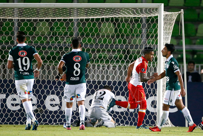 VALPARAISO - CHILE - 13 - 02 - 2018: Wilson Morelo ( 2 Der.), jugador de Independiente Santa Fe, corre a celebrar el gol anotado a Santiago Wanderers, durante partido de ida entre Santiago Wanderers (CHL) y el Independiente Santa Fe (COL), de la fase 3 llave 1 por la Copa Conmebol Libertadores 2018, jugado en el estadio Bicentenario Elias Figueroa de la ciudad de Valparaiso. / Wilson Morelo (2 R), player of Independiente Santa Fe, runs to celebrates a scored goal to Santiago Wanderers, during a match of the first leg between Santiago Wanderers (CHL) and Independiente Santa Fe (COL), of the 3rd phase key 1 for the Copa Conmebol Libertadores 2018 at the Bicentenario Elias Figueroa Stadium in Valparaiso City, Photo: VizzorImage / Andres Pina / Cont / Photosport