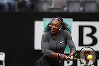 La statunitense Serena Williams in azione nel corso degli Internazionali d'Italia di tennis a Roma, 12 maggio 2016.<br /> United States' Serena Williams returns the ball to her compatriot Christina McHale at the Italian Open tennis tournament in Rome, 12 May 2016.<br /> UPDATE IMAGES PRESS/Isabella Bonotto