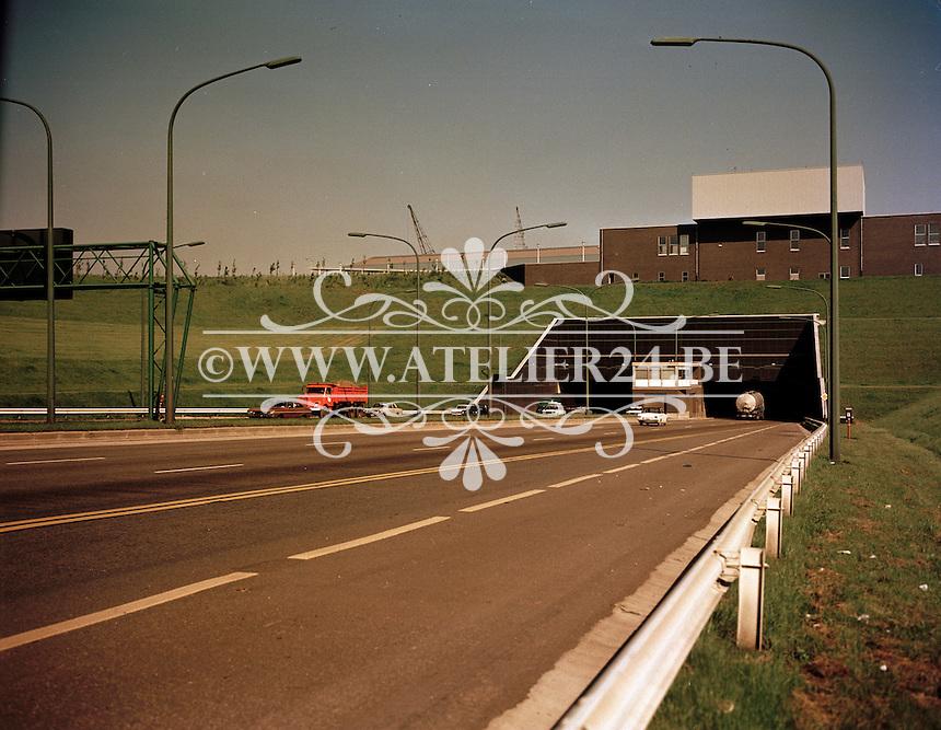Juni 1972. Ingang van de Kennedytunnel op rechteroever in Antwerpen.