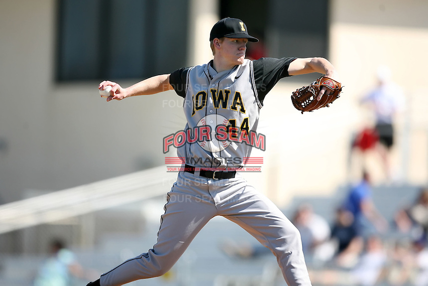 February 21, 2009:  Pitcher Zach Kenyon (44) of the University of Iowa during the Big East-Big Ten Challenge at Jack Russell Stadium in Clearwater, FL.  Photo by:  Mike Janes/Four Seam Images