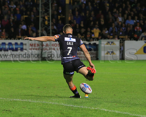 8th September 2017, The Mend-A-Hose Jungle, Castleford, England; Betfred Super League, Super 8s; Castleford Tigers versus Leeds Rhinos; Luke Gale of Castleford Tigers  kicks home a conversion
