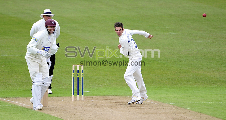 PICTURE BY VAUGHN RIDLEY/SWPIX.COM - Cricket - County Championship - Yorkshire v Somerset, Day 1 - Headingley, Leeds, England - 15/04/10...Copyright - Simon Wilkinson - 07811267706...Yorkshire's David Wainwright and Somerset's Marcus Trescothick.