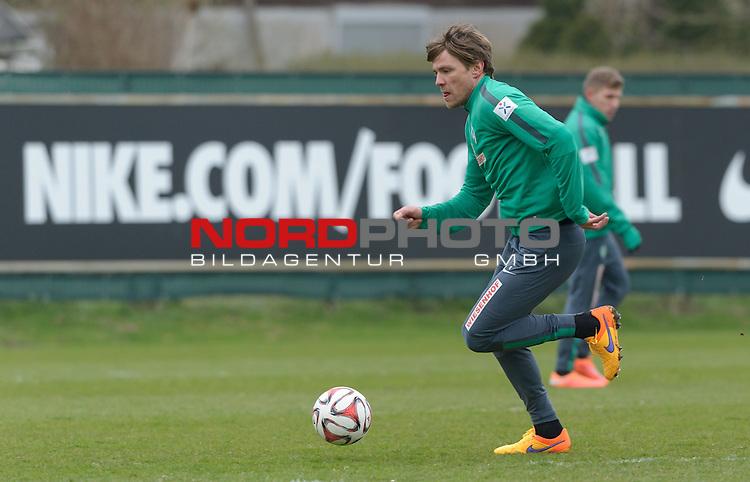 08.04.2015, Trainingsgelaende, Bremen, GER, 1.FBL, Training Werder Bremen, im Bild Clemens Fritz (Bremen #8)<br /> <br /> Foto &copy; nordphoto / Frisch