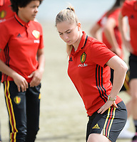 20180305 - LARNACA , CYPRUS :  Belgian Jana Coryn pictured during a Muscular warm up training session on the beach before a women's soccer game between The Belgian Red Flames and Austria , on monday 5 March 2018 on the CTO Beach in Larnaca , Cyprus . The game will be the third game in group B for Belgium during the Cyprus Womens Cup , a prestigious women soccer tournament as a preparation on the World Cup 2019 qualification duels. PHOTO SPORTPIX.BE | DAVID CATRY