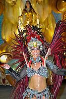 RIO DE JANEIRO, RJ, 20 DE FEVEREIRO 2012 - CARNAVAL 2012 - DESFILE PORTO DA PEDRA - Desfile da escola de samba Porto da Pedra,  no primeiro dia de desfiles das Escolas de Samba do Grupo Especial do Rio de Janeiro, no sambódromo da Marques de Sapucaí, no centro da cidade, neste domingo.  (FOTO: GLAICON EMRICH - BRAZIL PHOTO PRESS).