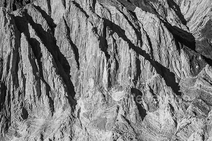 A black and white photo of rocky ridges on Mount Laurel in the Sierras.