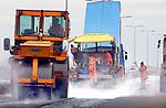 Wegwerkzaamheden overdag, asfalteren van wegdek. Bouw > GWW.COPYRIGHT TON BORSBOOM