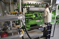 - Gambarana (Pavia) impianto per la produzione di energia elettrica da biomasse presso l'azienda agricola &quot;Castello&quot; di Cesare Pollini; sala motori <br /> <br /> - Gambarana (Pavia) plant for production of electricity from biomass at  &quot;Castle&quot; farm of Cesare Pollini; engine room