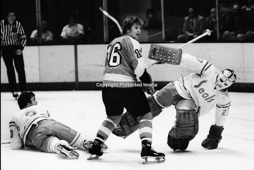 Seals vs Flyers 1975. Mike Christie, and goalie Gilles Meloche,..Flyer Orest Kindrachuk. (photo/Ron Riesterer)