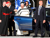 Papa Francesco incontra i seguaci del Rinnovamento nello Spirito allo Stadio Olimpico di Roma, 1 giugno 2014.<br /> Pope Francis leaves after attending the Charismatic Movement gathering at Rome's Olympic stadium, 1 June 2014.<br /> UPDATE IMAGES PRESS/Isabella Bonotto<br /> <br /> STRICTLY ONLY FOR EDITORIAL USE