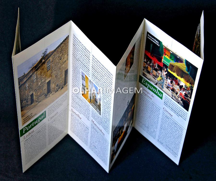 Folder impresso de turismo. Foto de Manuel Lourenço.