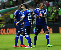 PALMIRA - COLOMBIA - 24 - 02 - 2018: Juan Guillermo Dominguez (Cent.), jugador de Millonarios, es expulsado del campo durante partido entre Deportivo Cali y Millonarios de la fecha 5 por la liga Aguila I 2018, jugado en el estadio Deportivo Cali (Palmaseca) en la ciudad de Palmira. / Juan Guillermo Dominguez (Cent.), Player of Millonarios is dropout from the field, during a match between Deportivo Cali and Millonarios of the 5th date for the Liga Aguila I 2018, at the Deportivo Cali (Palmaseca) stadium in Palmira city. Photo: VizzorImage  / Nelson Rios / Cont.