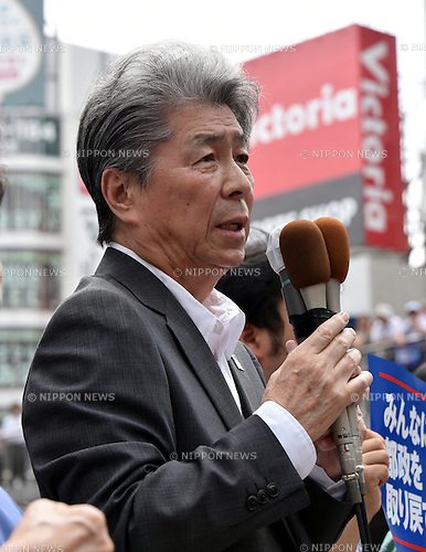 July 14, 2016, Tokyo, Japan - Shuntaro Torigoe, a prominent Japanese journalist and one of 10 candidates running in the July 31 Tokyo gubernatorial election, delivers his first campaign speech to a huge crowd at the Shinjuku railroad station on Thursday, July 14, 2016. Voters in the nations capital will go to the polls for the second time in July, this time to pick a new governor to fill the vacancy left by the resignation of scandal-tinted former Gov. Yoichi Masuzoe.  (Photo by Natsuki Sakai/AFLO) AYF -mis-