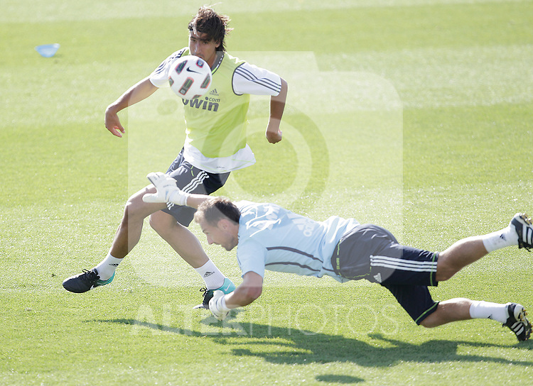 MADRID (11/08/2010).- Real Madrid training session at Valdebebas. Sami Khedira and Jerzy Dudek...Photo: Cesar Cebolla / ALFAQUI