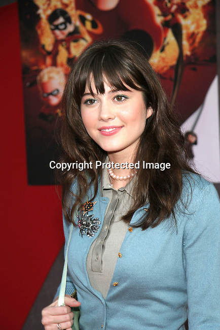 Mary Elizabeth Winstead<br />&quot;The Incredibles&quot; Premiere - Red Carpet<br />El Capitan Theatre<br />Hollywood, CA, USA<br />Sunday, October 24, 2004<br />Photo By Celebrityvibe.com/Photovibe.com, <br />New York, USA, Phone 212 410 5354, <br />email: sales@celebrityvibe.com