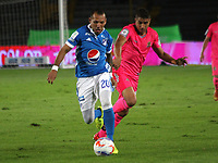 BOGOTA - COLOMBIA, 2-11-2017:Juan G. Dominguez (Izq.) jugador  de Millonarios  disputa el balón con Santiago Roa (Der.) de Tigres FC durante partido por la fecha 18 de la Liga Águila II 2017 jugado en el estadio Nemesio Camacho  El Campín  de la ciudad de Bogotá . / Juan G. Dominguez (L) player of Millonarios  struggles the ball with Santiago Roa (R) player of Tigres FC during match for the date 18 of the Aguila League II 2017 played at Nemesio Camacho El Campín stadium in Bogota city. Photo: Vizzorimage / Felipe Caicedo / Staff