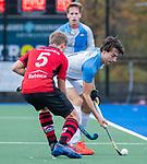 ZEIST-   Niek Collot d'Escury (Hurley) met Bas van Dedem (Schaerweijde)  promotieklasse hockey heren, Schaerweijde-Hurley (4-0)  COPYRIGHT KOEN SUYK