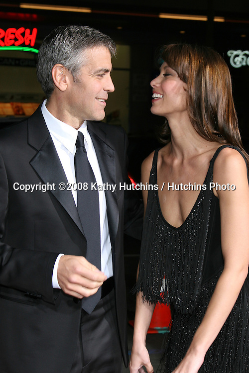"George Clooney & Sarah Larson.""Leatherheads"" Premiere.Grauman's Chinese Theater.Los Angeles, CA.March 31, 2008.©2008 Kathy Hutchins / Hutchins Photo"