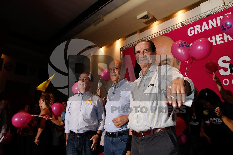 ATENÇÃO EDITOR: FOTO EMBARGADA PARA VEÍCULOS INTERNACIONAIS. SAO PAULO SP,20  DE OUTUBRO DE 2012. ELEICAO 2012 - CAMPANHA JOSE SERRA. O candidato do PSDB a prefeitura de Sao Paulo, Jose Serra e o senador Aloysio Nunes durante encontro com as mulheres do PTB na Casa de Portugal, na manha deste sabado,na zona central da capital paulista. FOTO ADRIANA SPACA/BRAZIL PHOTO PRESS