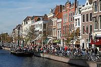 Gracht in het centrum van Leiden