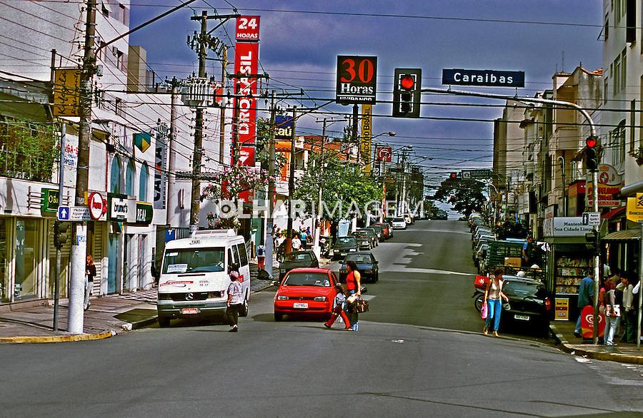 Rua Alfonso Bovero em Perdizes, São Paulo. 2004. Foto de Juca Martins.