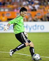 Houston Dynamo goalkeeper Pat Onstad (18) takes a goal kick.  Houston Dynamo tied Seattle Sounders 1-1 on August 23, 2009 at Robertson Stadium in Houston, TX.