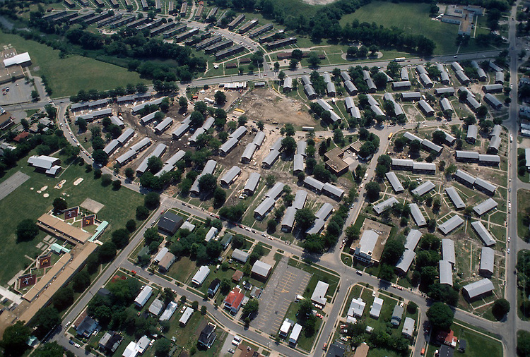 1993 May 21..Assisted Housing..Diggs Town (6-6)...Looking Southeast.Berkley Avenue on right.Melon Street in front...NEG#.NRHA#..HOUSING: DiggsTn2 2:12