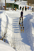 Jessie Royer leaves Takotna Chkpt after 24hr layover through streets of Takotna 2006 Iditarod Alaska Winter