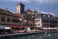 outdoor café, France, Annecy, Haute-Savoie, Rhone-Alpes, Europe, Outdoor cafes along the Thiou canal in the old town of Annecy.