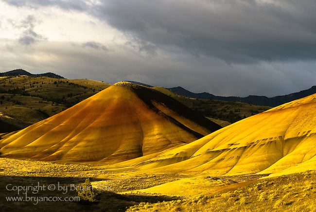 Sunrise at the John Day Fossil Beds Painted Hills, Oregon