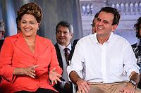 RIO DE JANEIRO, RJ, 14 DE JUNHO DE 2013 -PRESIDENTA DILMA NO PORTO MARAVILHA-RJ- A Presidenta Dilma Rousseff e o Prefeito Eduardo Paes na cerimônia de assinatura de contrato para construção e operação do veículo leve sobre trilhos (VLT) nas áreas central e portuária do Rio de Janeiro, na Zona Portuária Rio de Janeiro.FOTO:MARCELO FONSECA/BRAZIL PHOTO PRESS