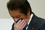 Akira Takeuchi, president of Mitsubishi Materials Corp., cleans his nose with a handkerchief during news conference on November 24, 2017, Tokyo, Japan. Takeuchi answered questions from reporters after the company admitted that three of its subsidiaries (Mitsubishi Cable Industries Ltd., Mitsubishi Shindoh Co. and Mitsubishi Aluminum Co.) had falsified specification data for products supplied to the aerospace, automotive, electric power and defense industries. (Photo by Rodrigo Reyes Marin/AFLO)