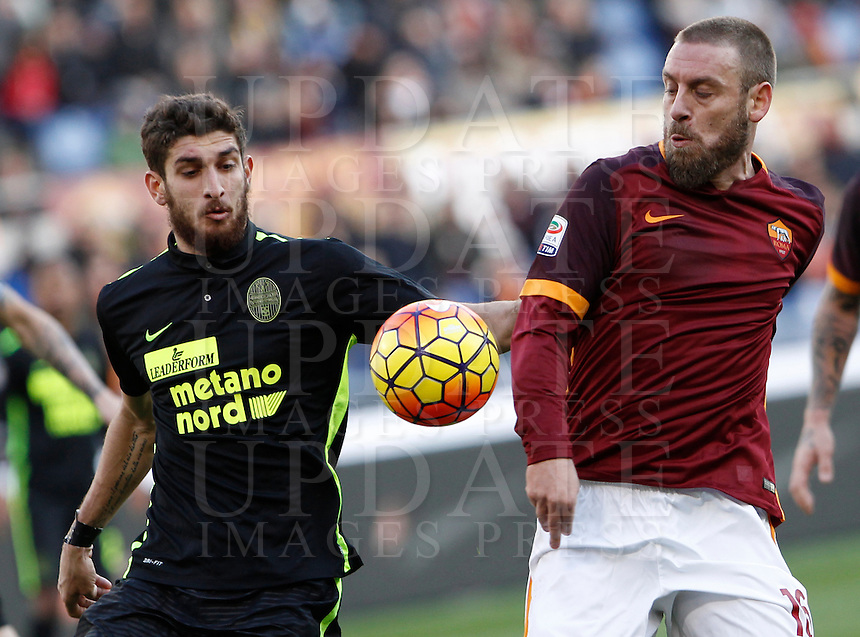 Calcio, Serie A: Roma vs Hellas Verona. Roma, stadio Olimpico, 17 gennaio 2016.<br /> Roma&rsquo;s Daniele De Rossi, right is challenged by Hellas Verona&rsquo;s Matteo Bianchetti during the Italian Serie A football match between Roma and Hellas Verona at Rome's Olympic stadium, 17 January 2016.<br /> UPDATE IMAGES PRESS/Isabella Bonotto
