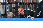 v.l. Anthony Rech (Wolfsburg, 18) mit schmerzverzerrtem Gesicht, verletzt, wird behandelt beim Spiel in der DEL, Grizzlys Wolfsburg (dunkel) - ERC Ingolstadt (hell).<br /> <br /> Foto © PIX-Sportfotos *** Foto ist honorarpflichtig! *** Auf Anfrage in hoeherer Qualitaet/Aufloesung. Belegexemplar erbeten. Veroeffentlichung ausschliesslich fuer journalistisch-publizistische Zwecke. For editorial use only.
