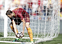 Calcio, Serie A: Roma, stadio Olimpico, 14 aprile 2017.<br /> Roma's Edin Dzeko celebrates after scoring during the Italian Serie A football match between Roma and Atalanta at Rome's Olympic stadium, April 14, 2017.<br /> UPDATE IMAGES PRESS/Isabella Bonotto