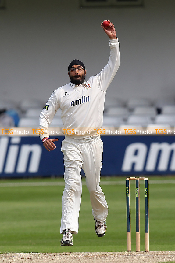 Monty Panesar in bowling action for Essex - Essex CCC vs Surrey CCC - LV County Championship Division Two Cricket at the Essex County Ground, Chelmsford, Essex - 26/05/14 - MANDATORY CREDIT: Gavin Ellis/TGSPHOTO - Self billing applies where appropriate - 0845 094 6026 - contact@tgsphoto.co.uk - NO UNPAID USE