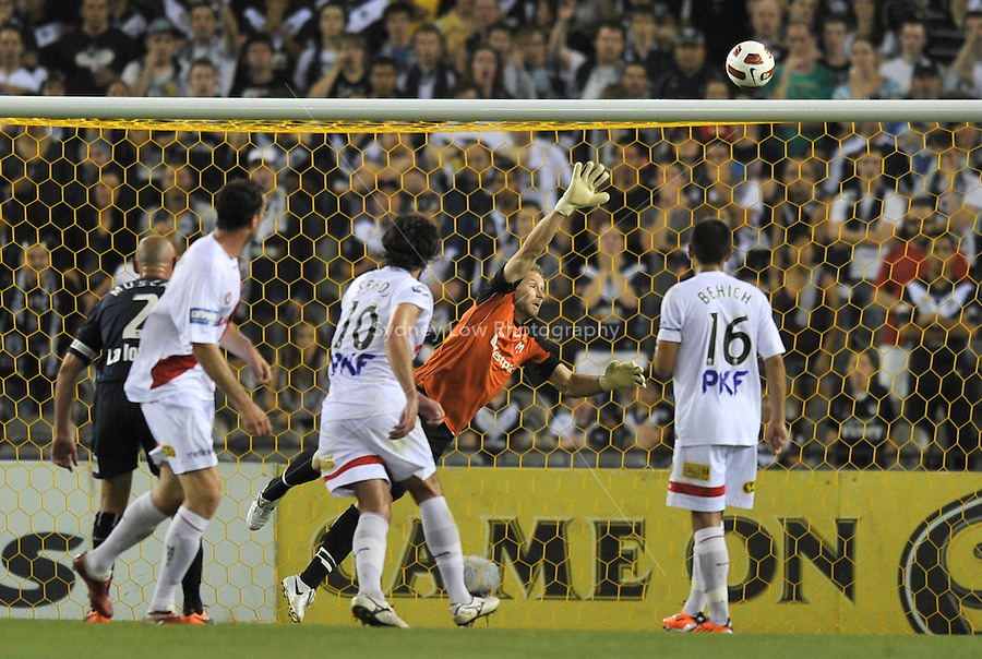 MELBOURNE, AUSTRALIA - JANUARY 22: Carlos Hernandez  of the Victory scores a goal from a free kick in round 24 of the  A-League match between the Melbourne Victory and the Melbourne Heart at Etihad Stadium on January 22, 2011 in Melbourne, Australia. (Photo Sydney Low / AsteriskImages.com)