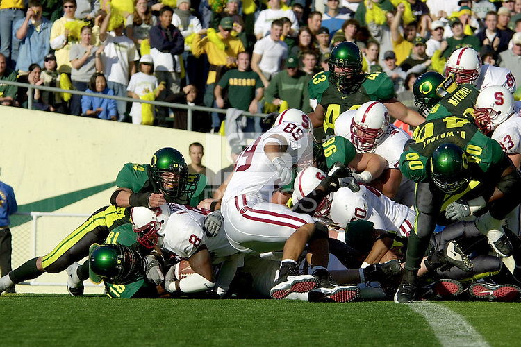 Kerry Carter scores a touchdown in the fourth quarter making the score 42-41 during Stanford's 49-42 win over Oregon on October 20, 2001 at Eugene, OR.<br />
