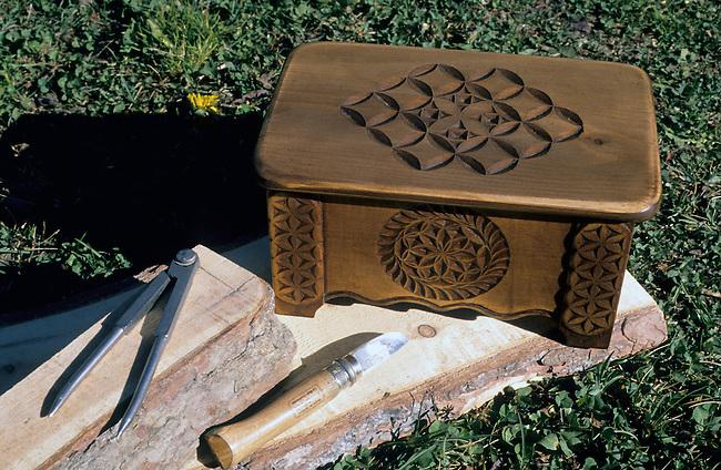 France, Hautes-Alpes, Queyras, coffre traditionnel en bois *** Traditional wooden chest, Queyras, Hautes-Alpes, France.
