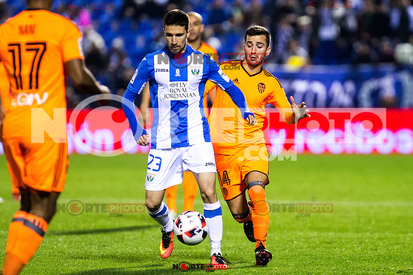 "Club Deportivo Leganes's Omar Ramos and Valencia's Gaya during the match of ""Copa del Rey"" between CD Leganes and Valencia CF at Butarque Stadium in Leganes, Spain. November 29, 2016. (ALTERPHOTOS/Rodrigo Jimenez) /NORTEPHOTO.COM"