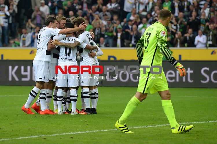 17.09.2016, Borussia-Park, Moenchengladbach, GER, 1.FBL, Borussia Moenchengladbach vs Werder Bremen, <br /> <br /> im Bild / picture shows<br /> Thorgan Hazard (Borussia Moenchengladbach #10), Raffael (Borussia Moenchengladbach #11), Fabian Johnson (Borussia Moenchengladbach #19) bejubeln das 1:0 durch Hazard, Jaroslav Drobny (Bremen #33) niedergeschlagen, <br /> <br /> Foto &copy; nordphoto / Ewert