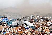 Terremoto de 8,9 Richter causa tsunami en Japón.Un fuerte terremoto, de magnitud 8,9 en la escala de Richter, según el Servicio Geológico de Estados Unidos, sacudió hoy el noreste de Japón y generó un tsunami, con olas de hasta diez metros de altura, que golpeó la ciudad portuaria de Sendai, informó la agencia de noticias Kyodo.  |  Foto: Reuters
