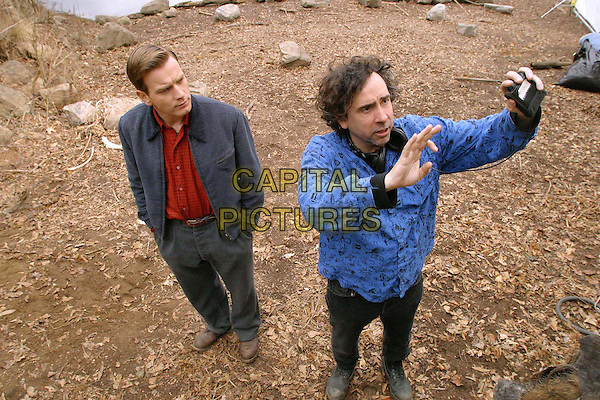 EWAN McGREGOR & TIM BURTON (DIRECTOR).on the set of Big Fish.Filmstill - Editorial Use Only.Ref: FB.www.capitalpictures.com.sales@capitalpictures.com.Supplied by Capital Pictures