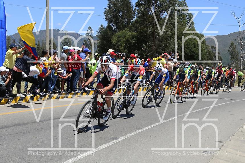 TUNJA - COLOMBIA, 11-02-2020: El pelotón de ciclistas durante la segunda etapa del Tour Colombia 2.1 2020 con un recorrido de 152,4 km, que se corrió entre Paipa y Duitama, Boyacá. / The main group of riders during the second stage of 152,4 km as part of Tour Colombia 2.1 2020 that ran between Paipa and Duitama, Boyaca.  Photo: VizzorImage / Darlin Bejarano / Cont