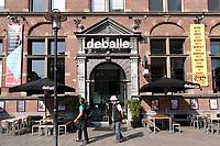 Nederland - Amsterdam - 2018.   Gevel van De Balie. De Balie is een podium voor het vrije woord, eigentijdse kunst, politiek en cultuur. De Balie heeft drie theaterzalen, een bioscoop en een café-restaurant aan het Kleine-Gartmanplantsoen.  Foto Berlinda van Dam / Hollandse Hoogte.