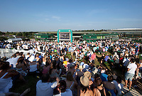 28-06-10, Tennis, England, Wimbledon,  Atmosphere, Murray Hill with the large screen