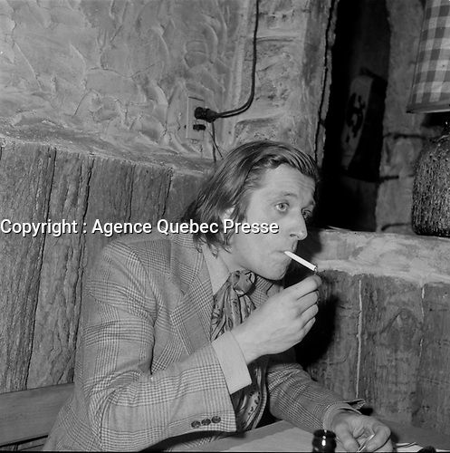 le comedien Albert Millaire<br /> <br /> (date inconnue, avant 1984)<br /> <br /> <br /> Jocelyne Mercier, dite Michèle Mercier, née le 1er janvier 1939 à Nice, est actrice, chanteuse, danseuse et écrivain. Son nom est attaché à la série cinématographique des Angélique. Élevée au rang de sex-symbol dans les années 1960, la comédienne s'est efforcée par la suite de se libérer de ce personnage mythique qui marqua fortement sa carrière. <br /> <br /> Photo : Agence Quebec Presse - Roland Lachance