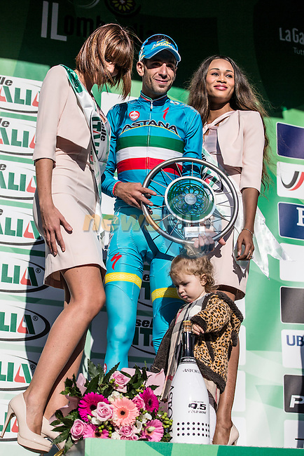 Italian National Champion Vincenzo Nibali (ITA) Astana celebrates with his daughter Emma on the podium after taking victory at the end of Il Lombardia 2015 running 245km from Bergamo to Como, Italy. 4th October 2015.<br /> Picture: ANSA/Angelo Carconi | Newsfile