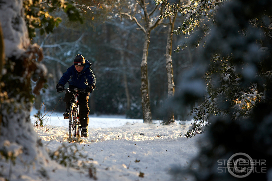 Josh on Isla Bike ..Wentworth Snow , Surrey  January 2010..pic copyright Steve Behr / Stockfile